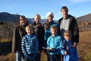 Oppe f.v.: Hildur Alice, Anja, Iselin, Trond Håkon. Nede f.v. Ingve, Askild og Vemund